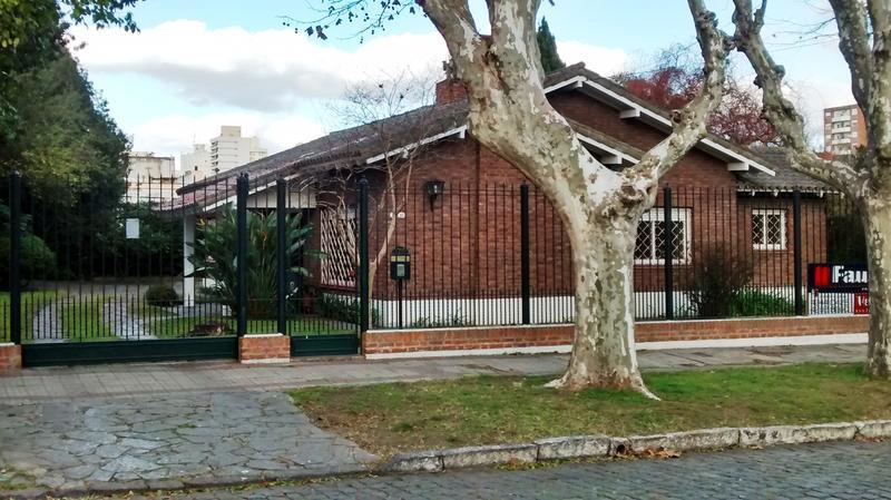 Foto Casa en Venta en  Lomas de Zamora Oeste,  Lomas De Zamora  Carlos Croce Nº 175