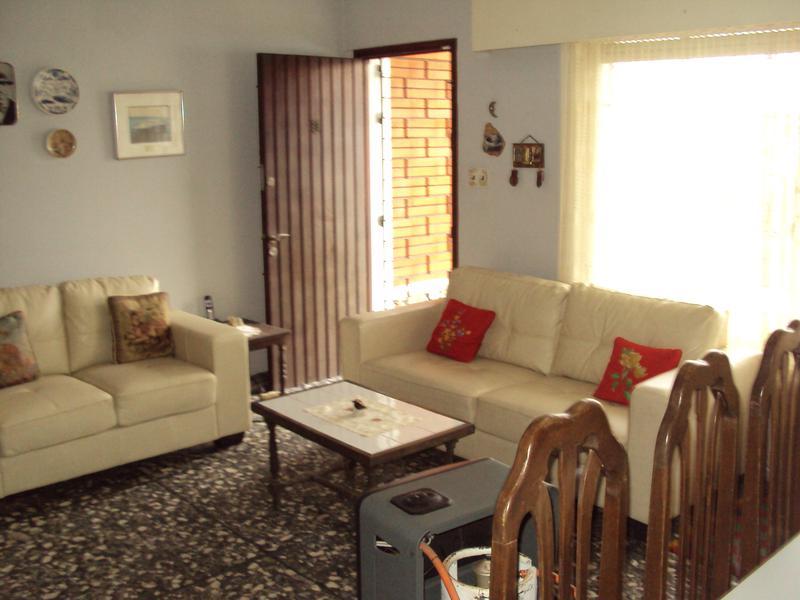 Foto Casa en Venta en  Buceo ,  Montevideo  Casa 3 dormitorios mas duplex en el fondo Ideal 2 familias ACEPTA BANCO!!