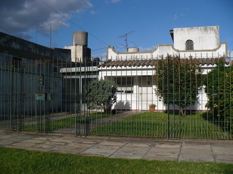 Foto Casa en Venta |  en  Lomas de Zamora Oeste,  Lomas De Zamora  POSADAS al 800