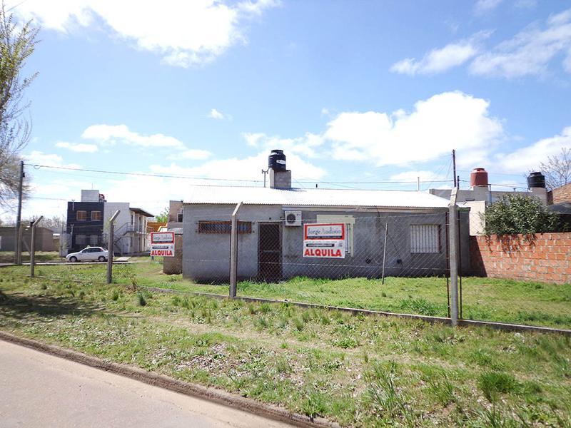 Foto Casa en Venta en  Empleados de Comercio,  General Pico  116 esq. 300