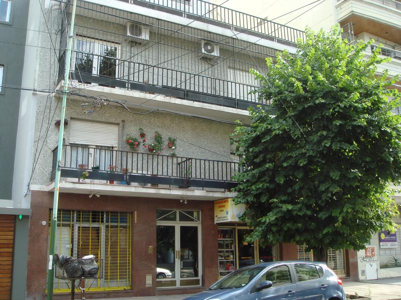 Foto Departamento en Venta en  Lomas de Zamora Oeste,  Lomas De Zamora  Portela al 100