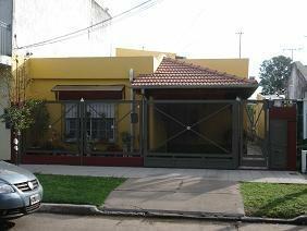 Foto Casa en Venta |  en  Temperley Este,  Temperley  LAUTARO 300