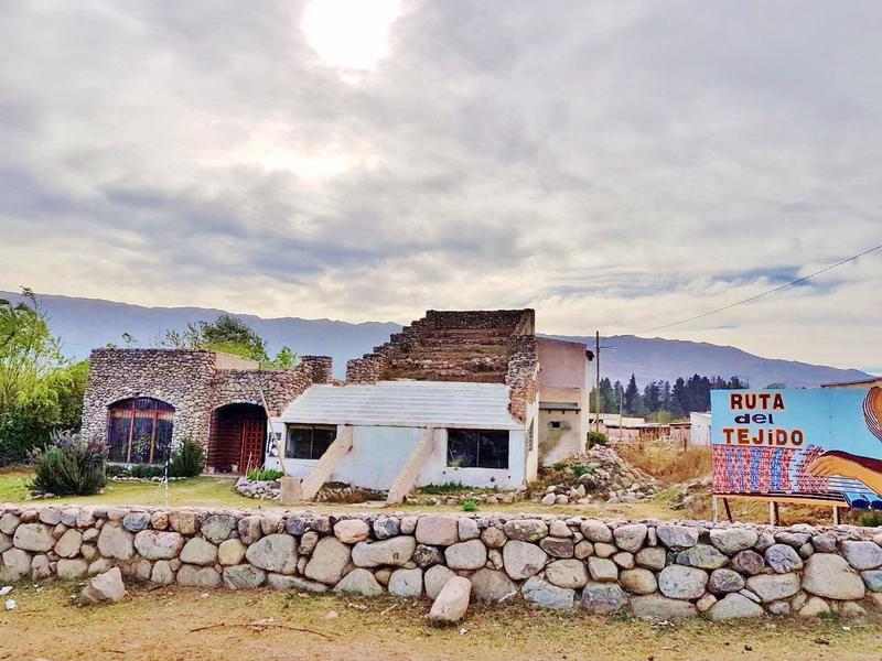 Foto Casa en Venta en  Tafi Del Valle ,  Tucumán  Local comercial y casa de 2 dorm