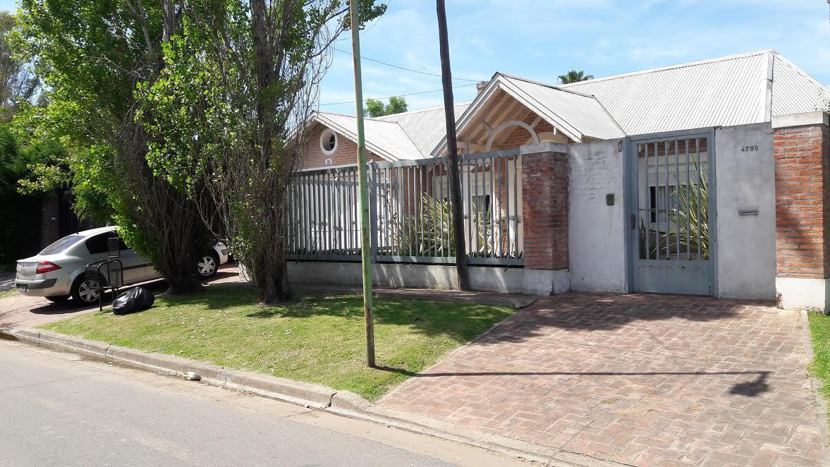 Foto Casa en Venta en  Manuel B Gonnet,  La Plata  27 Esq 484