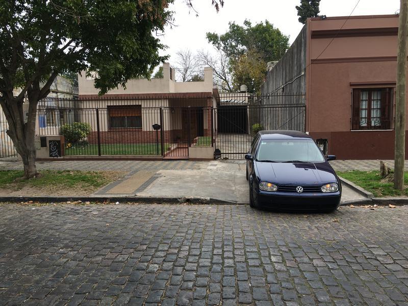 Foto Casa en Venta    en  Lomas de Zamora Oeste,  Lomas De Zamora  JOSE MARIA PENNA 40