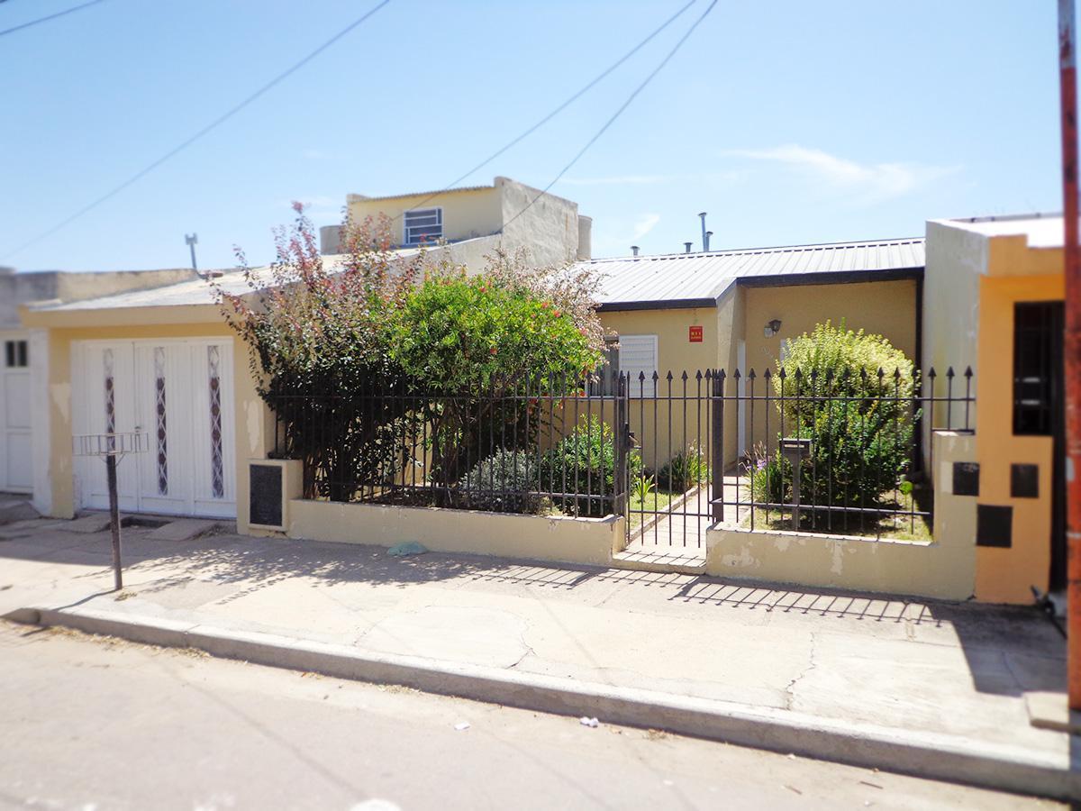 Foto Casa en Venta en  Rucci,  General Pico  calle 4 bis e/ 107 y 109