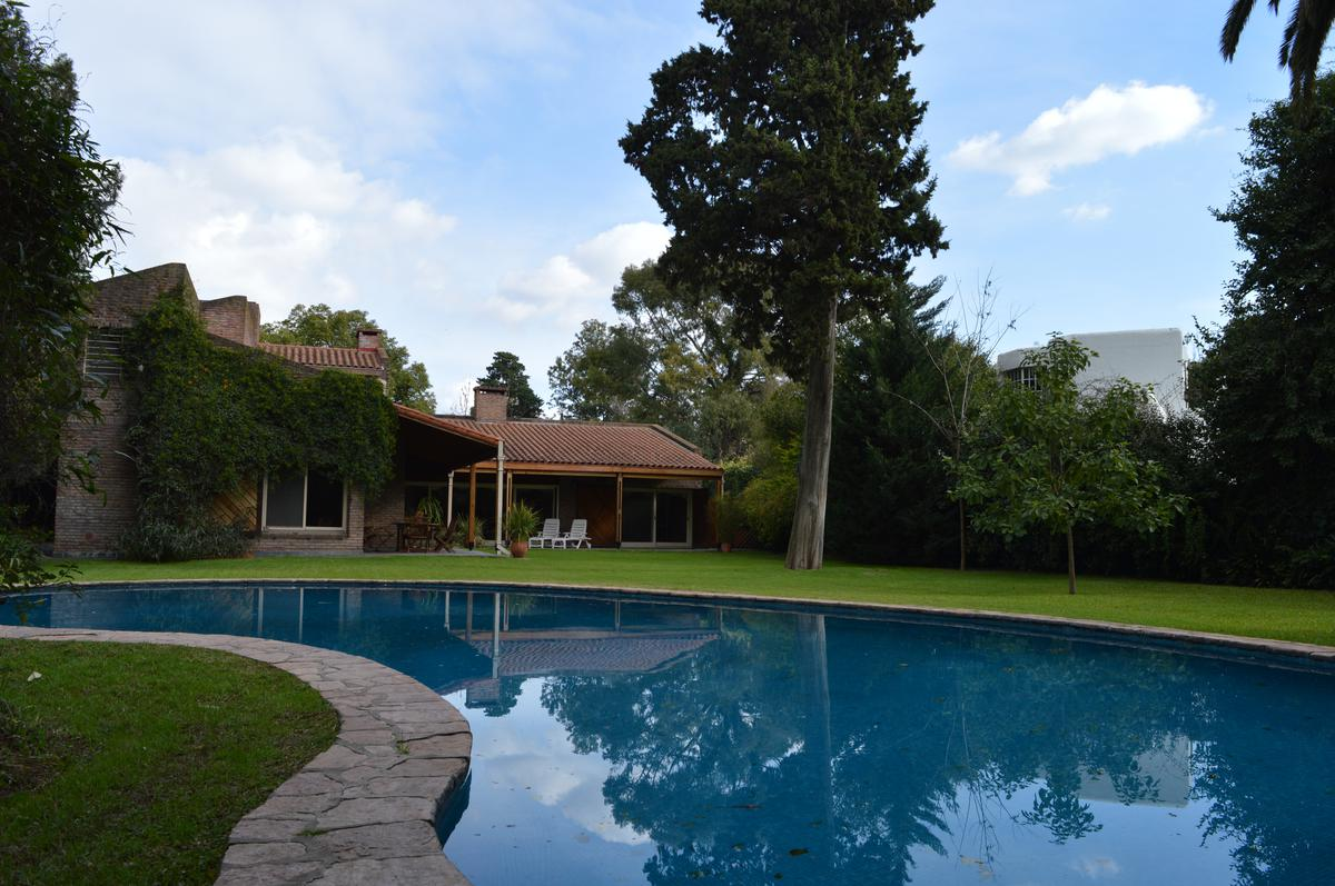 Foto Casa en Venta en  Las Lomas-Horqueta,  Las Lomas de San Isidro  Piñero al 1200