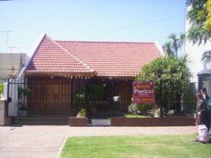 Foto Casa en Venta |  en  Lomas de Zamora Oeste,  Lomas De Zamora  CATAMARCA 450