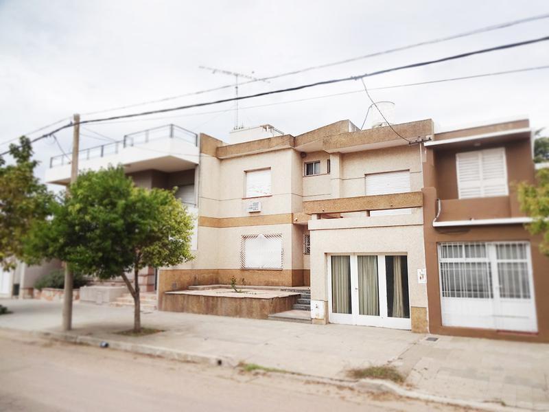 Foto Casa en Venta en  Centro,  General Pico  Av. San Martín e/ 1 y 3