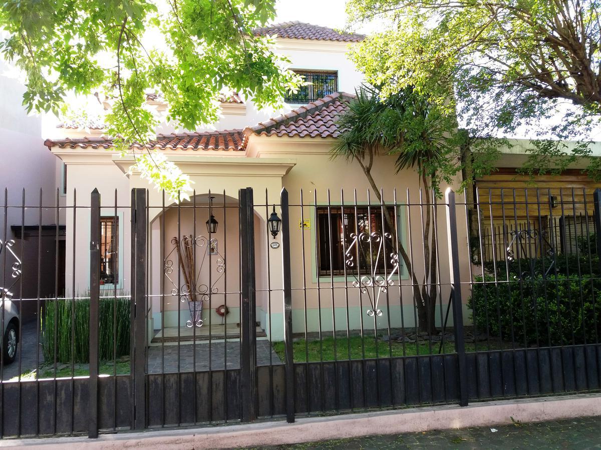 Foto Casa en Venta en  Castelar,  Moron  CARLOS CASARES  entre SARMIENTO, AV. y PEDRO GOYENA