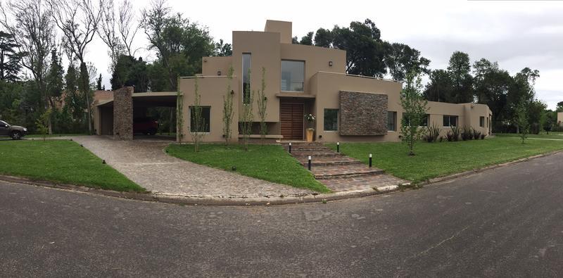 Foto Casa en Venta en  El Casco De Leloir,  Countries/B.Cerrado  Del Facón