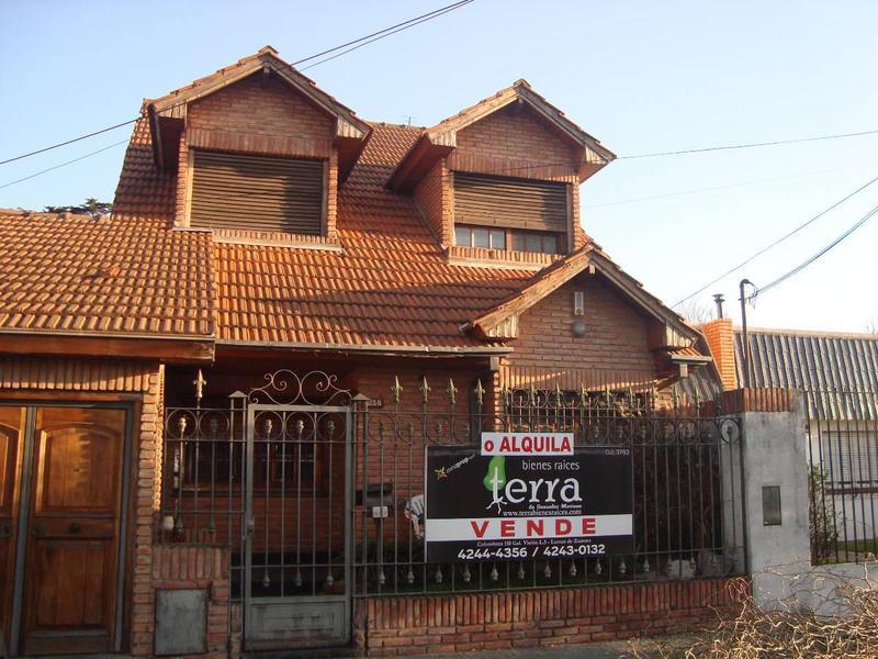 Foto Casa en Venta en  Lomas De Zamora,  Lomas De Zamora  Pereyra Lucena 1258