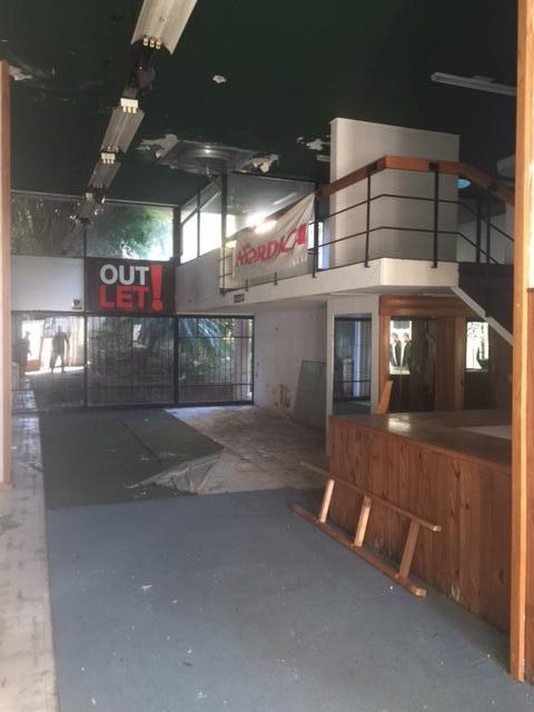 Foto Local en Alquiler | Venta en  La Lucila-Vias/Libert.,  La Lucila  Av. del Libertador al 4000