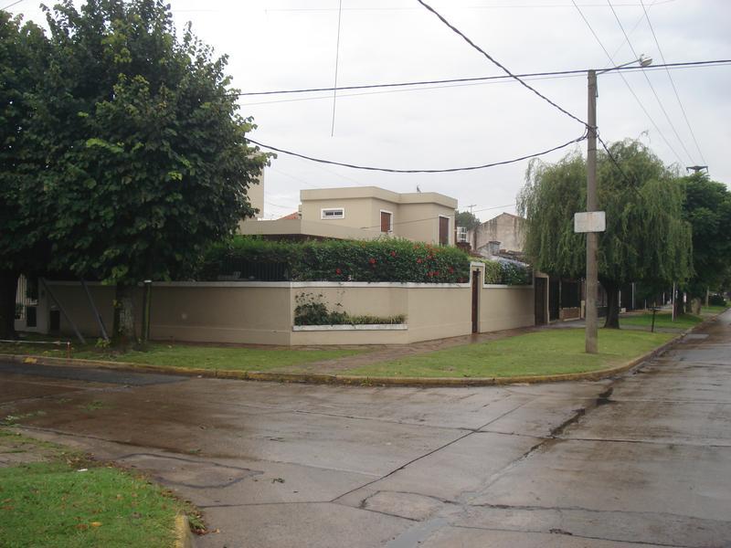 Foto Casa en Venta en  Jose Marmol,  Almirante Brown  CANALE 2803 Esq. Chayter