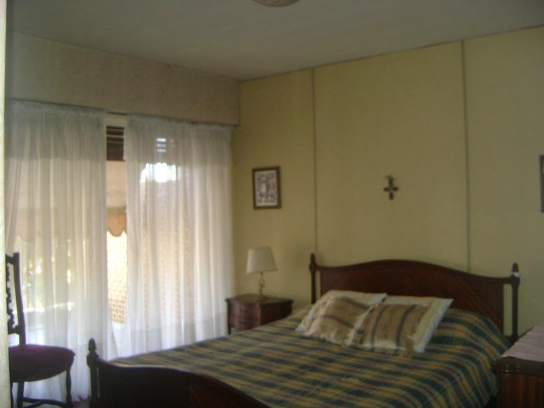 Foto Casa en Venta en  Castelar,  Moron  DEAN FUNES entre MONTES DE OCA, AV. y ARIAS