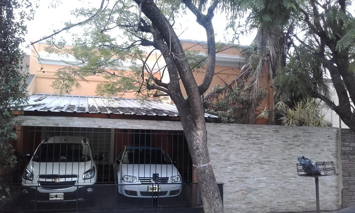Foto Casa en Venta en  Haedo,  Moron  Luis Lhoner al 500