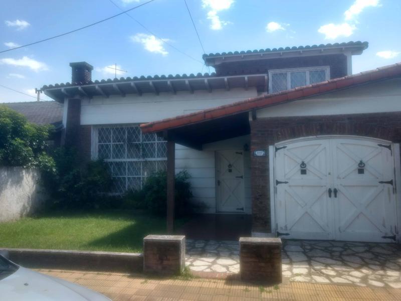 Foto Casa en Venta en  Castelar Sur,  Castelar  Rosario al 2000