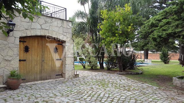 Foto Casa en Venta en  Villa Gobernador Udaondo,  Ituzaingo  MARTIN CASTRO entre DEL LAZO y DE LA GUITARRA