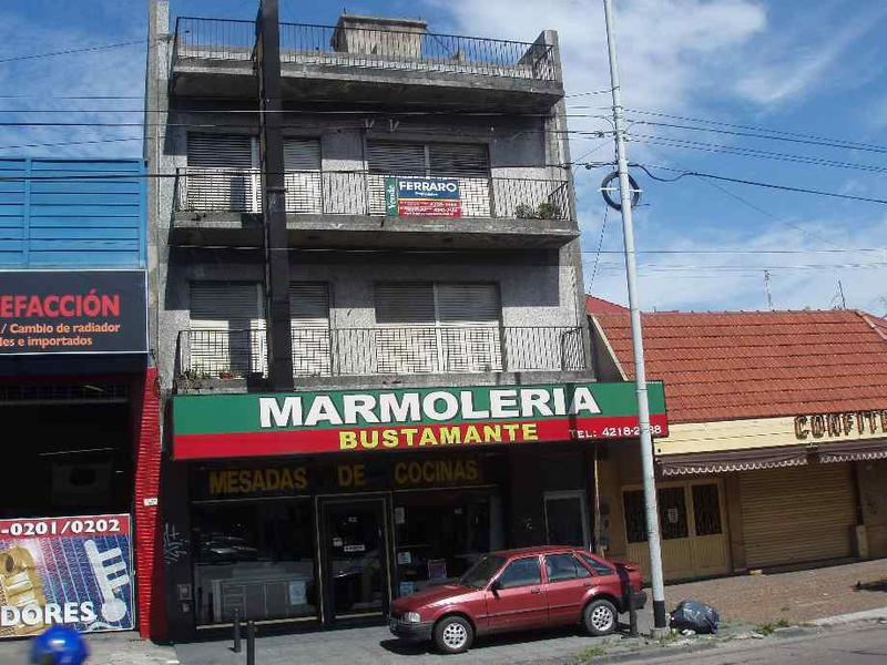 Foto Departamento en Venta en  Piñeyro,  Avellaneda  Av. Hipolito Yrigoyen al 1600
