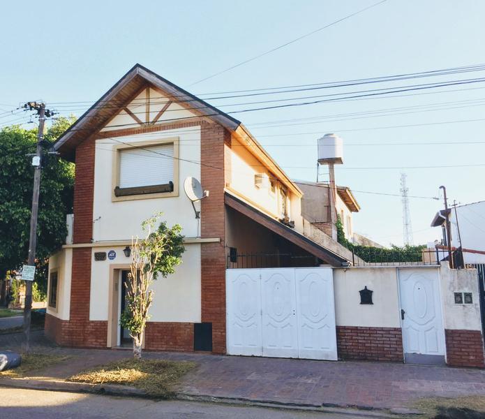 Foto Casa en Venta en  Castelar Norte,  Castelar  Zabala 1300