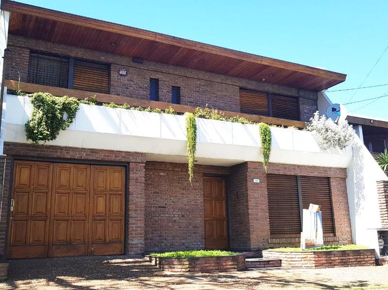 Foto Casa en Venta en  Moron Sur,  Moron  Int. Abel Costa al 700