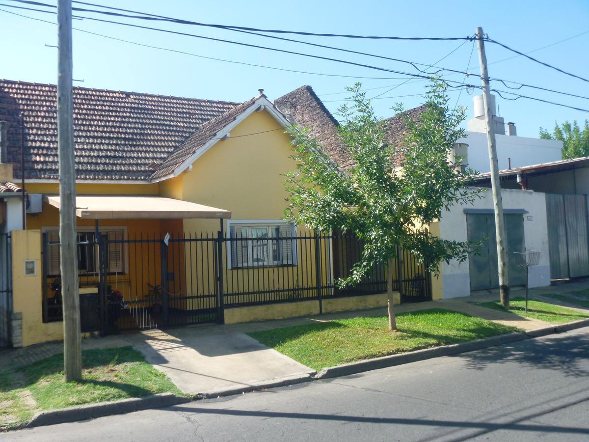 Foto Casa en Venta en  Villa Adelina,  San Isidro  Los Platanos 2200