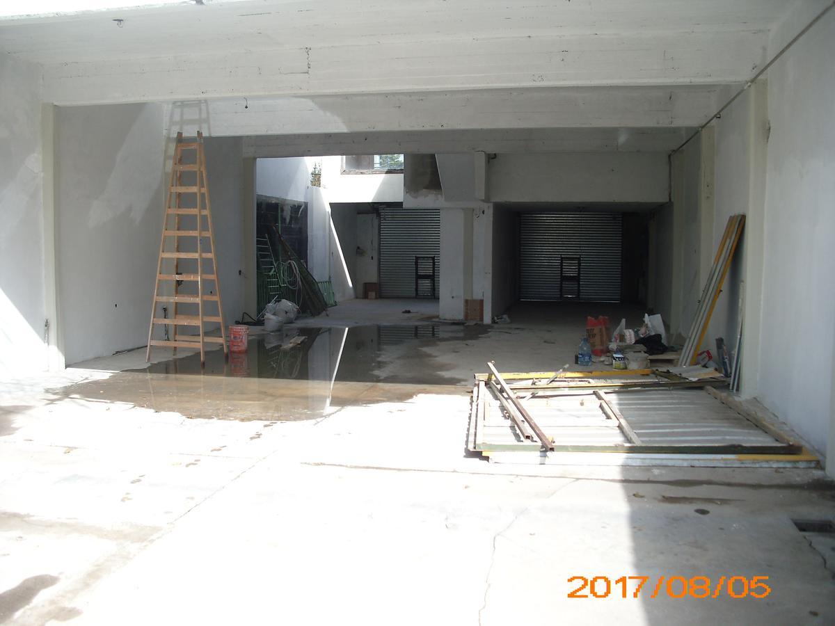 Foto Local en Alquiler en  Moreno ,  G.B.A. Zona Oeste  Bartolome Mitre al 3300