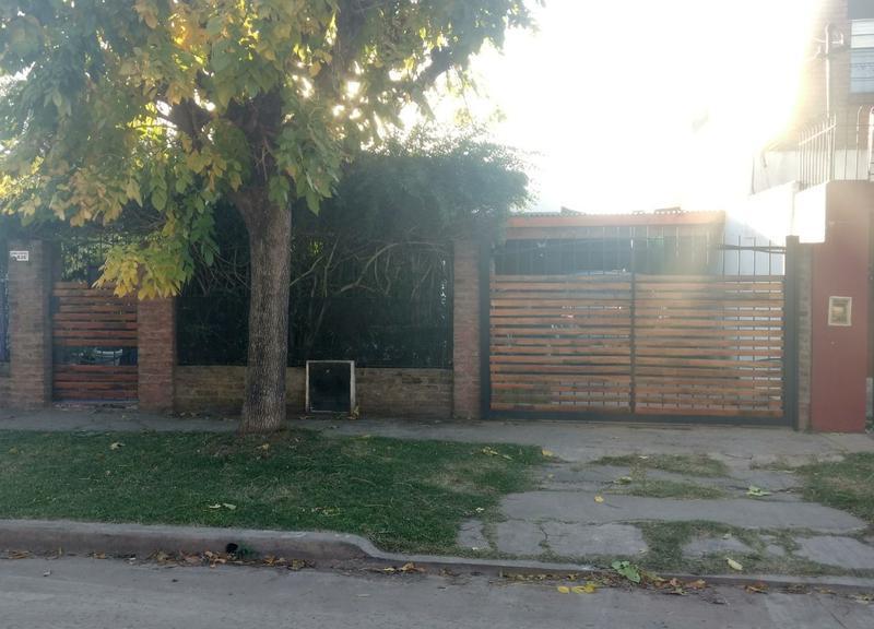 Foto Casa en Venta en  Ituzaingó Norte,  Ituzaingó  Gabriela Mistral al 600
