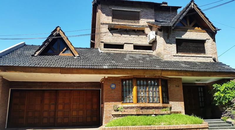 Foto Casa en Venta en  Ituzaingó ,  G.B.A. Zona Oeste  Tte. Cnel. Besares al 800