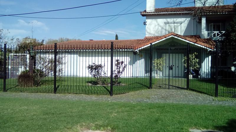 Foto Casa en Venta en  Adrogue,  Almirante Brown  CONSCRIPTO BERNARDI  1780