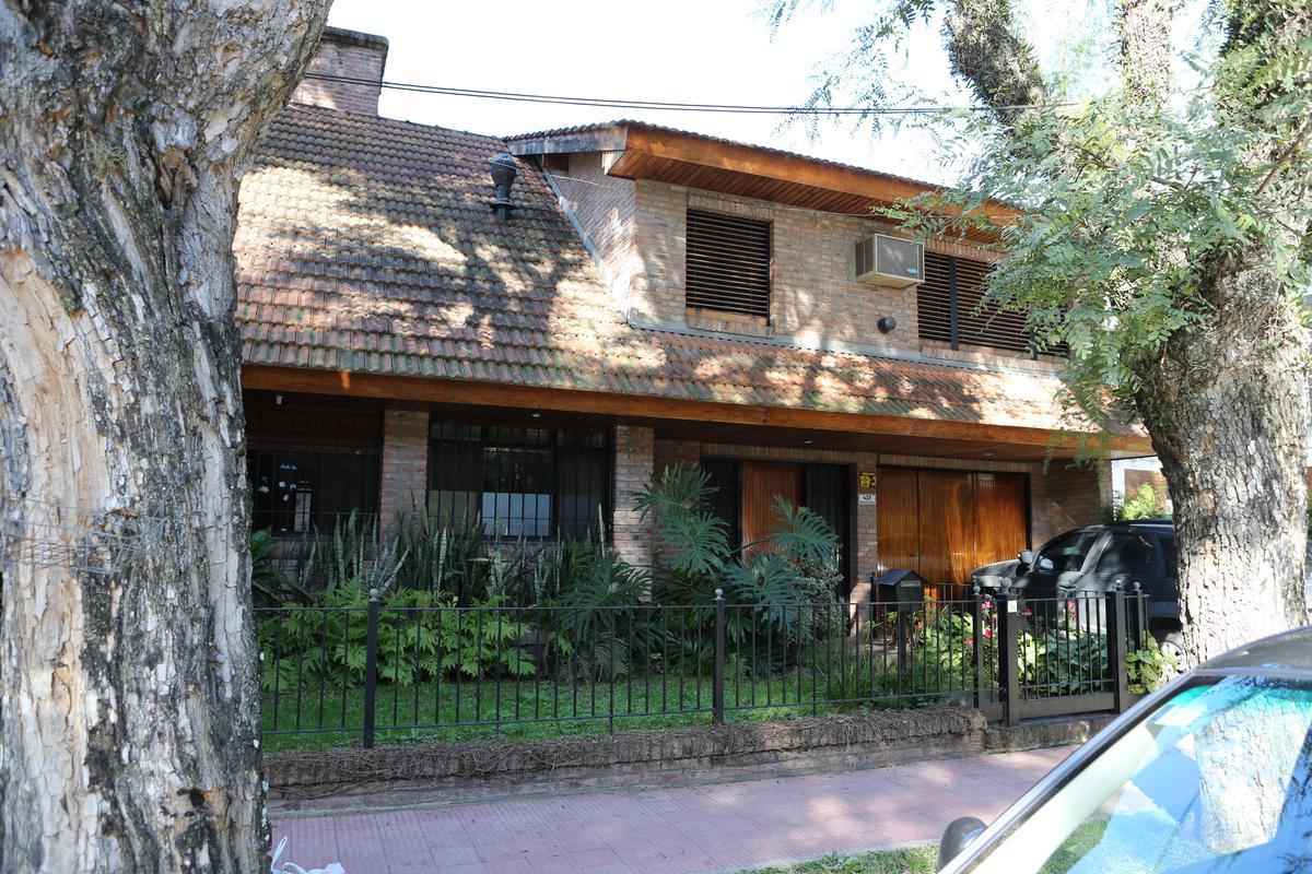 Foto Casa en Venta en  Martinez,  San Isidro  Emilio Mitre al 400