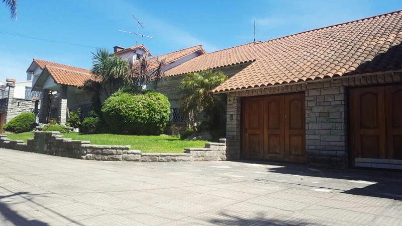 Foto Casa en Venta en  Castelar Norte,  Castelar  Trenque Lauquen al 800