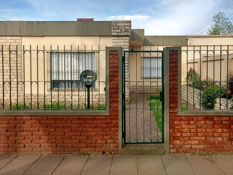 Foto Casa en Venta en  Ariel Del Plata,  Campana  Casaux al 1700