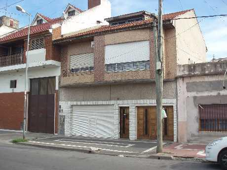 Foto Edificio Comercial en Venta en  Lanús Oeste,  Lanús  Juan D Peron 1300