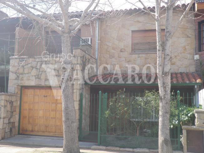 Foto Casa en Venta en  Castelar Norte,  Castelar  DEAN FUNES entre ARIAS y MONTES DE OCA