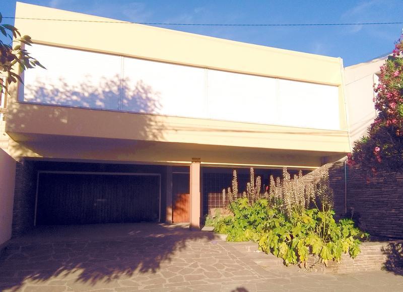 Foto Casa en Venta en  Trelew ,  Chubut  Hipolito Yrigoyen al 2000