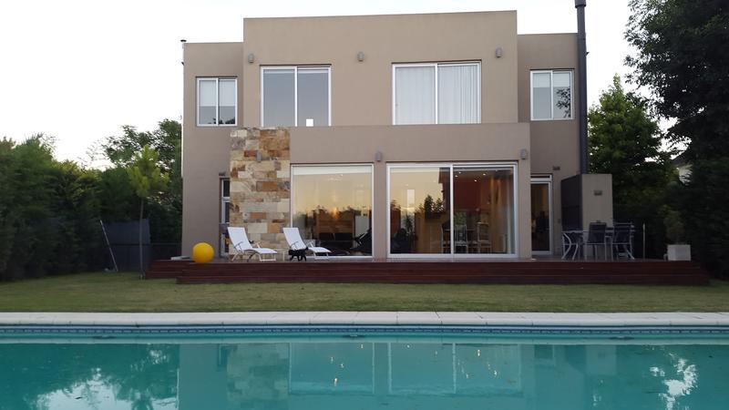 Foto Casa en Venta en  El Rodal,  Countries/B.Cerrado  Casa en El Rodal