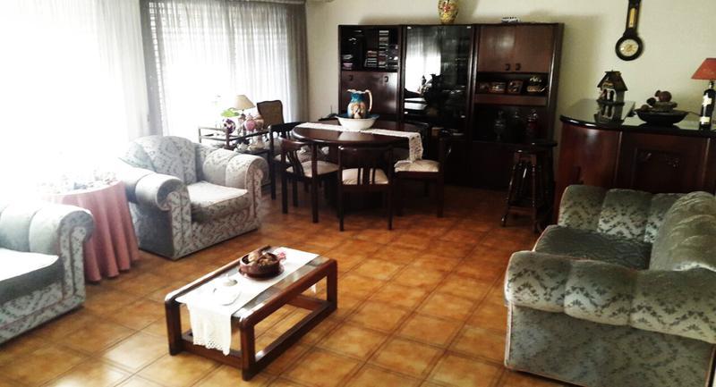 Foto Casa en Venta en  Castelar Sur,  Castelar  Aristobulo del Valle al 600