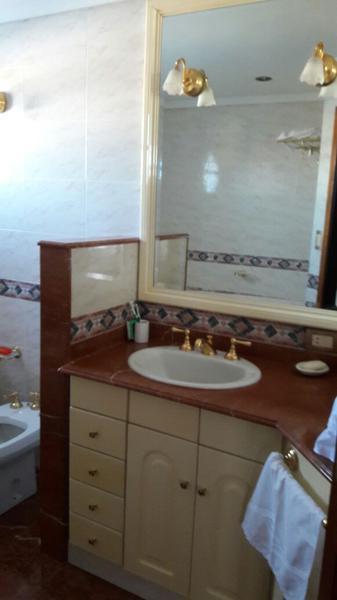 Foto Casa en Venta en  Banfield,  Lomas De Zamora  Capdevilla al 800