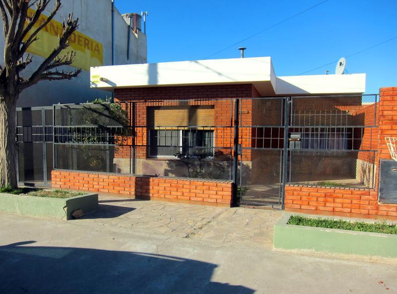 Foto Casa en Venta en  Trelew ,  Chubut  Buenos Aires al 700
