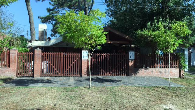 Foto Casa en Alquiler en  Villa Gesell ,  Costa Atlantica  Avenida 4 Nº2800