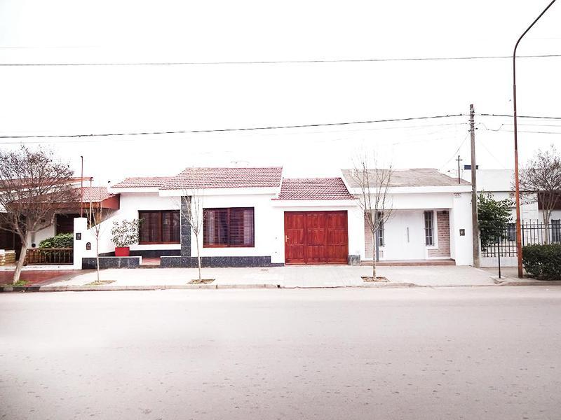 Foto Casa en Venta en  Talleres,  General Pico  11 e/ 4 y 6