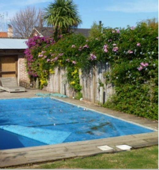 Foto Casa en Venta en  Countries/B.Cerrado ,  Canelones  Barrio Privado. Divina casa. Con renta