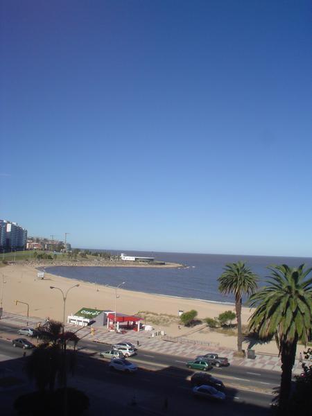 Foto Departamento en Alquiler en  Pocitos ,  Montevideo  Sobre la Rambla de Pocitos 2 dormitorios y servicio completo