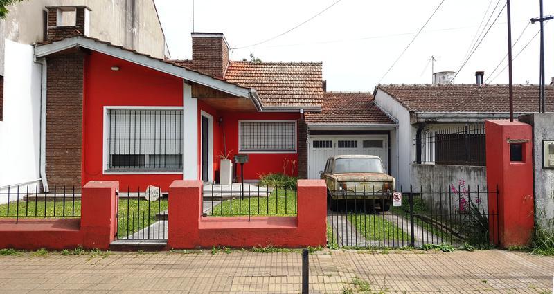 Foto Casa en Venta en  Adrogue,  Almirante Brown  J DE LA PEÑA 267, Entre Quintana y Pellegrini