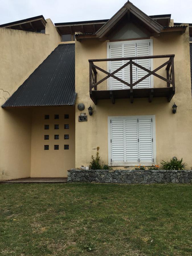 Foto Casa en Venta en  Villa Gesell ,  Costa Atlantica  avenida 2 al 100