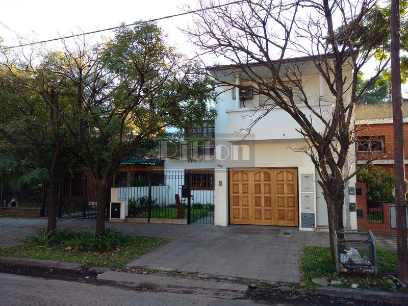 Foto Casa en Alquiler en  Banfield Este,  Banfield  Castro Barros 430