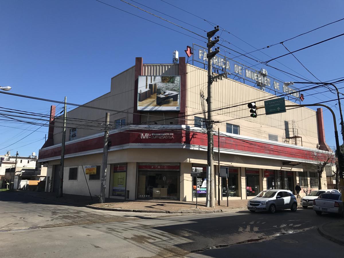 Foto Local en Venta en  Castelar,  Moron  SALVADOR CURUTCHET entre LOBOS y