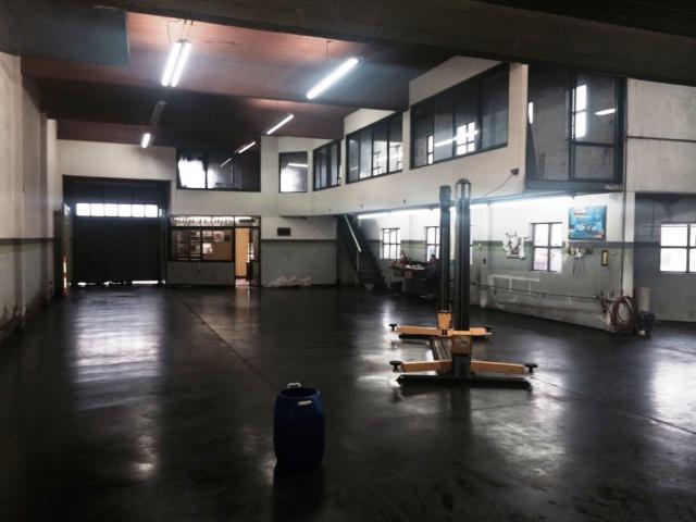 Foto Local en Alquiler en  Ituzaingó,  Ituzaingó  ACCESO OESTE (Colectora Norte) entre BALBIN, JOSE CELEDONIO y