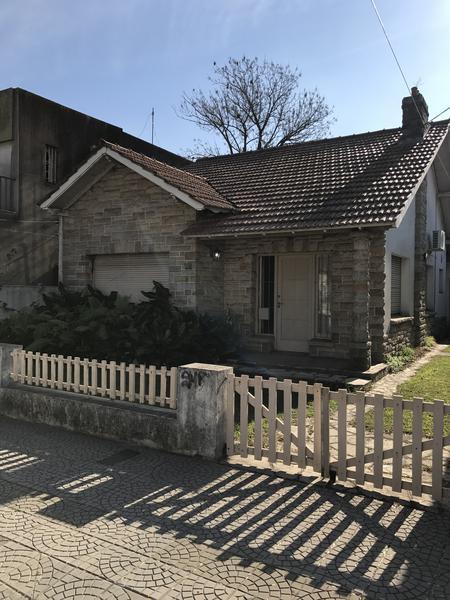Foto Casa en Venta en  Temperley Oeste,  Temperley  PROFESOR MARIÑO 551